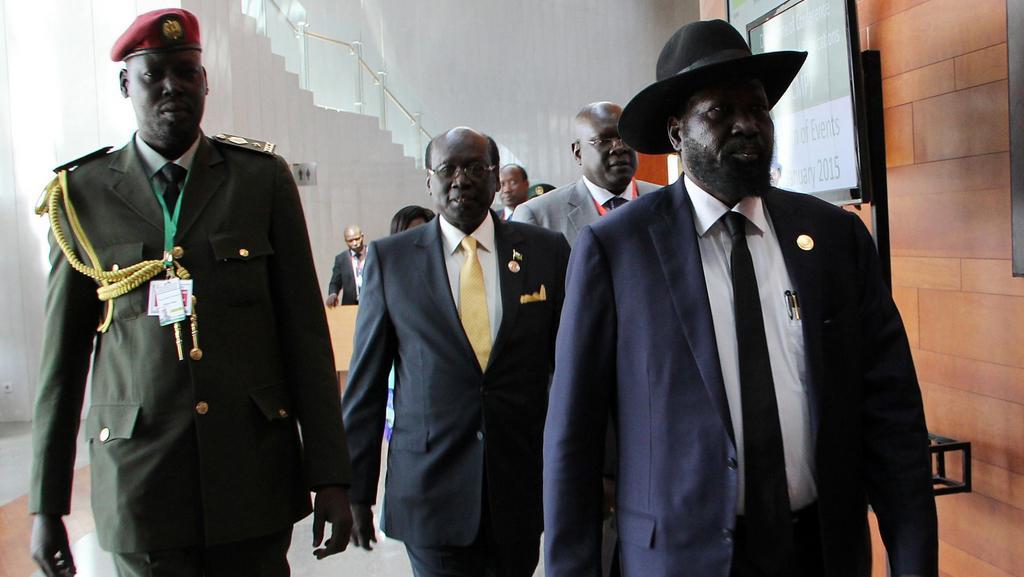 Jihosúdánský prezident Salva Kiir (vpravo)