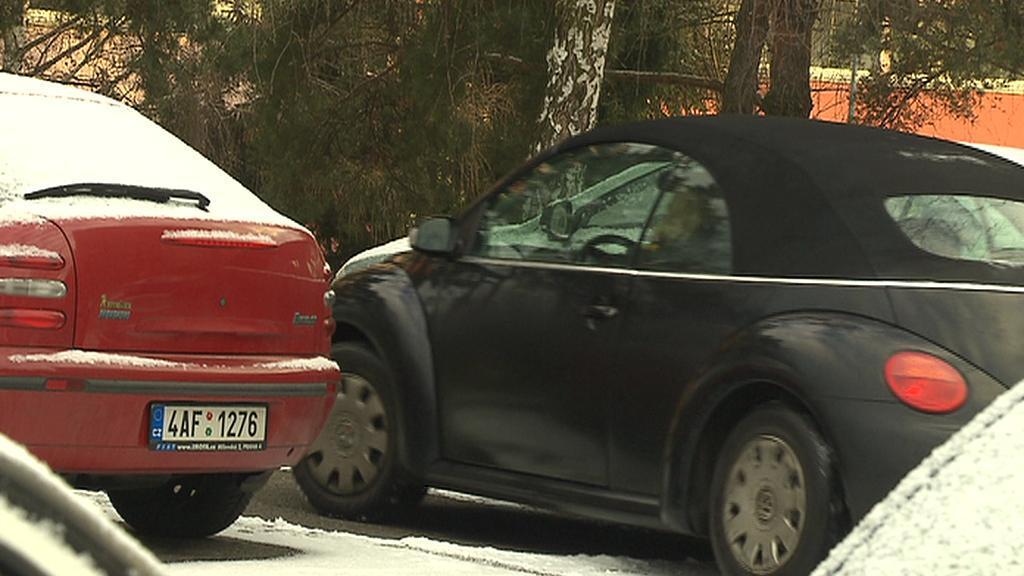 Zaparkovat na sídlišti v Praze 4 je problém - míst je málo