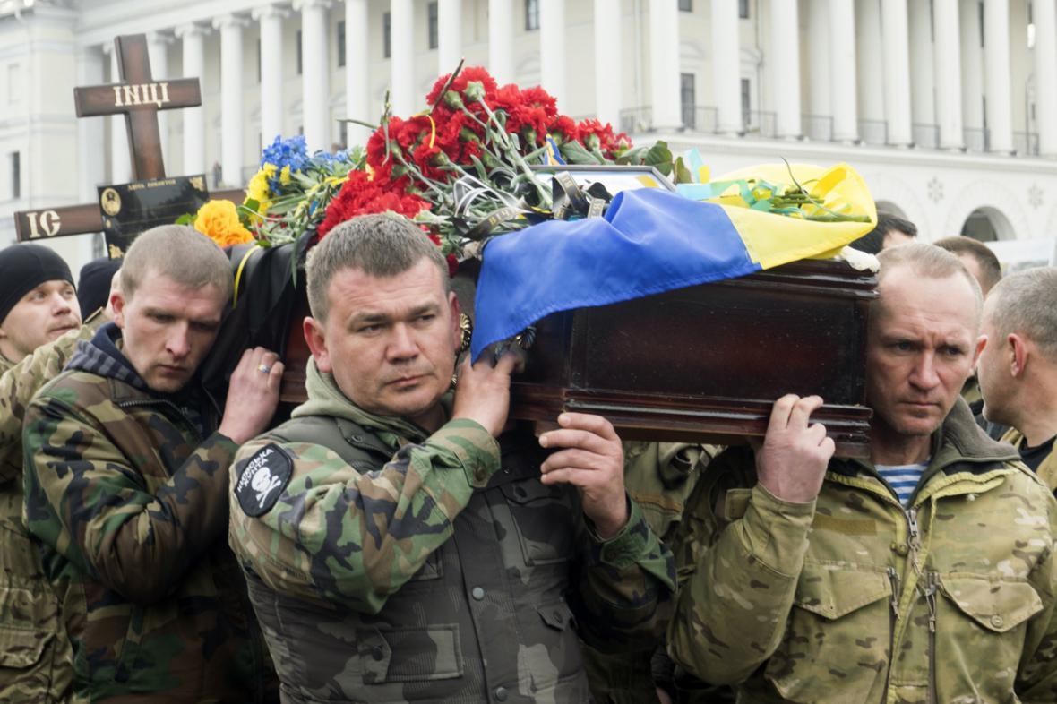 Pohřeb Ruslana Baburova, který padl v boji se separatisty