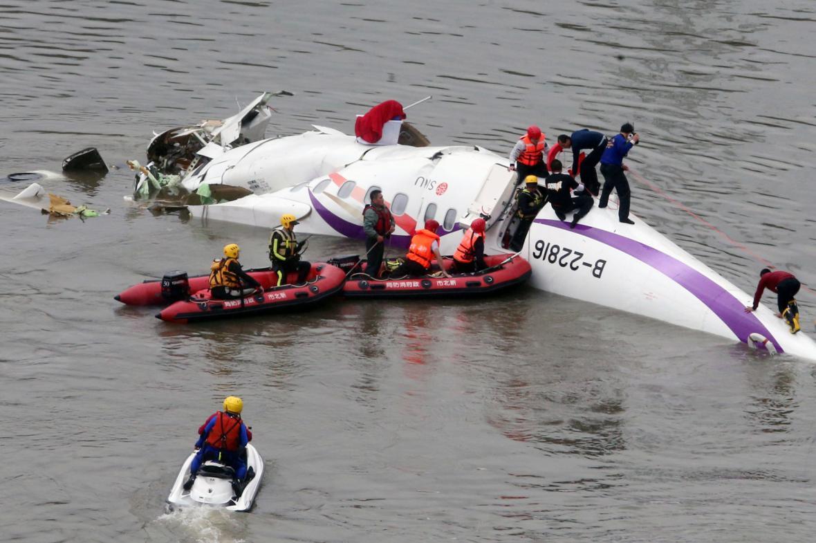 Na Tchaj-wanu se zřítilo letadlo