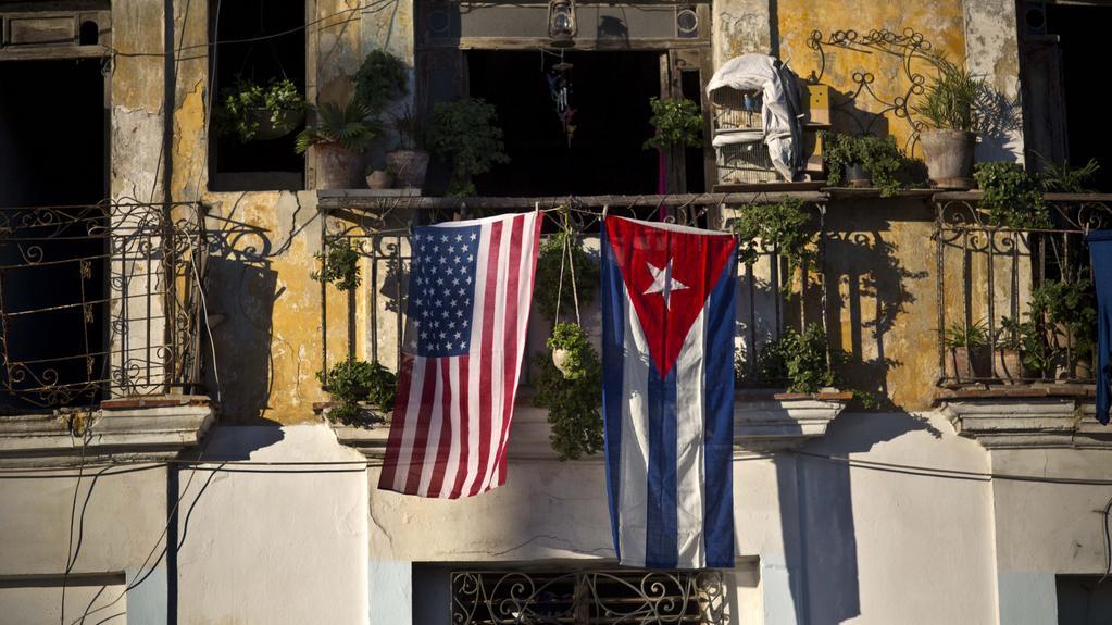 Americká a kubánská vlajka