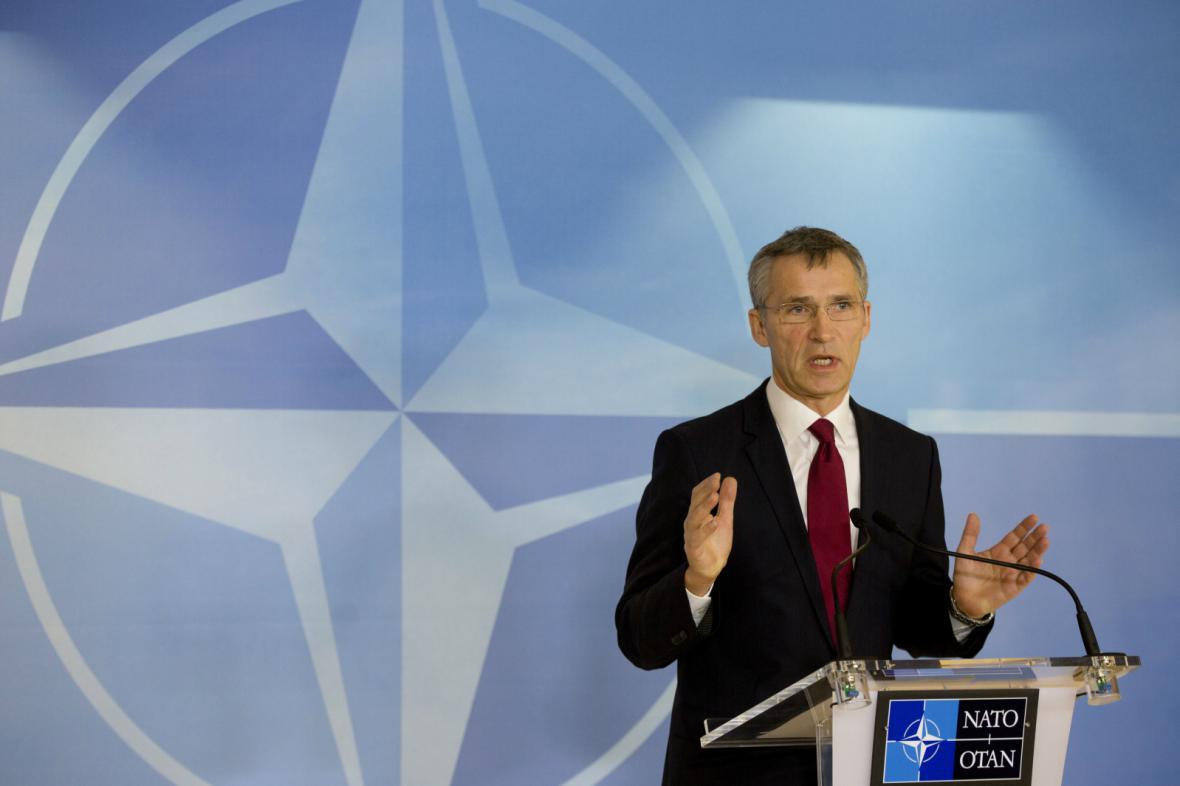 Jens Stoltenberg před setkáním s ministry obrany