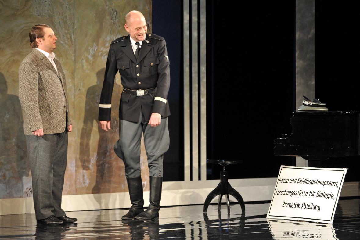 Inscenace Skleněný pokoj v Městském divadle Brno