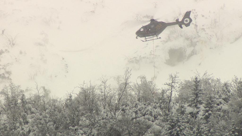 Zásah vrtulníku po pádu laviny