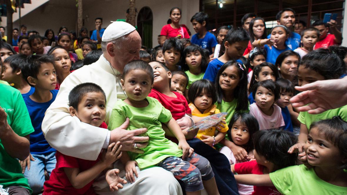 Papež František s filipínskými dětmi