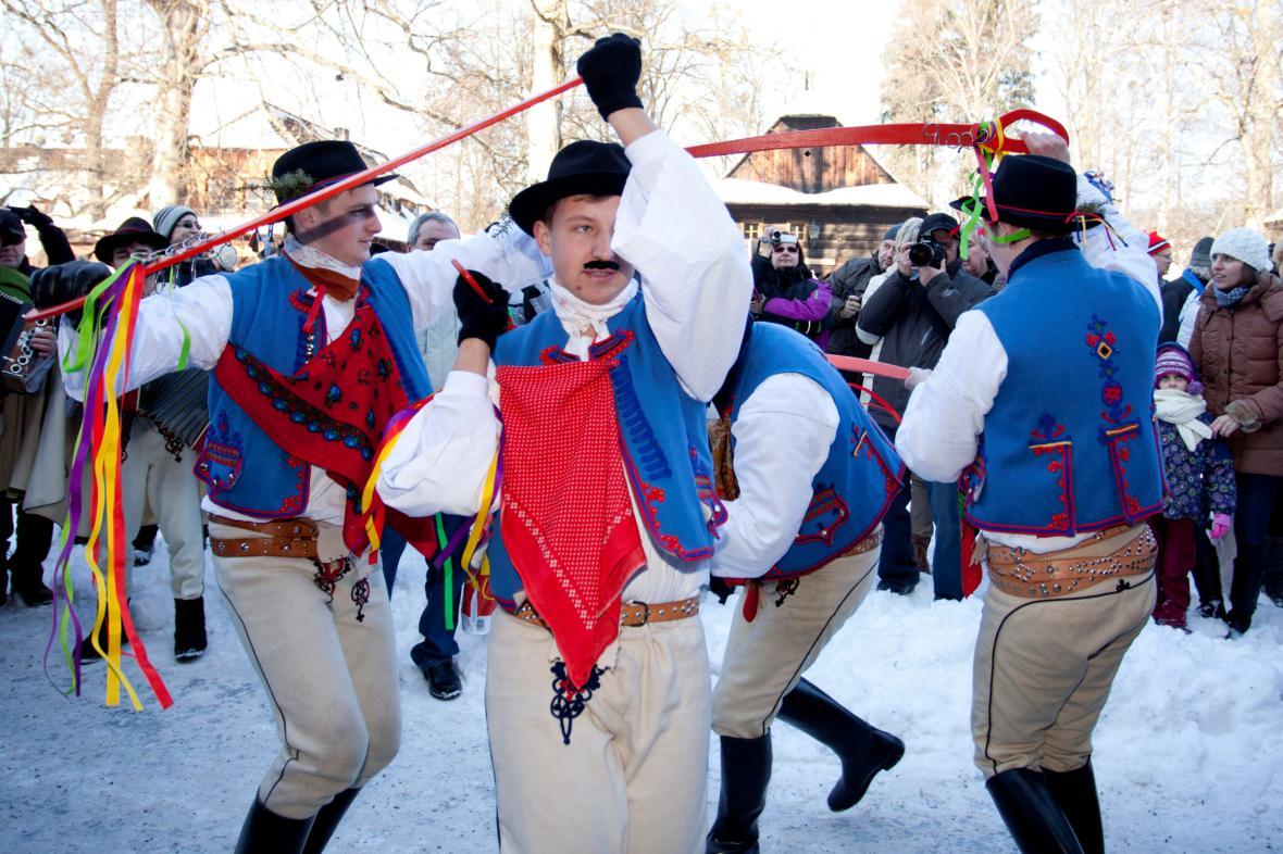 Valašské muzeum v přírodě v Rožnově pod Radhoštěm představilo tradiční masopustní zvyky