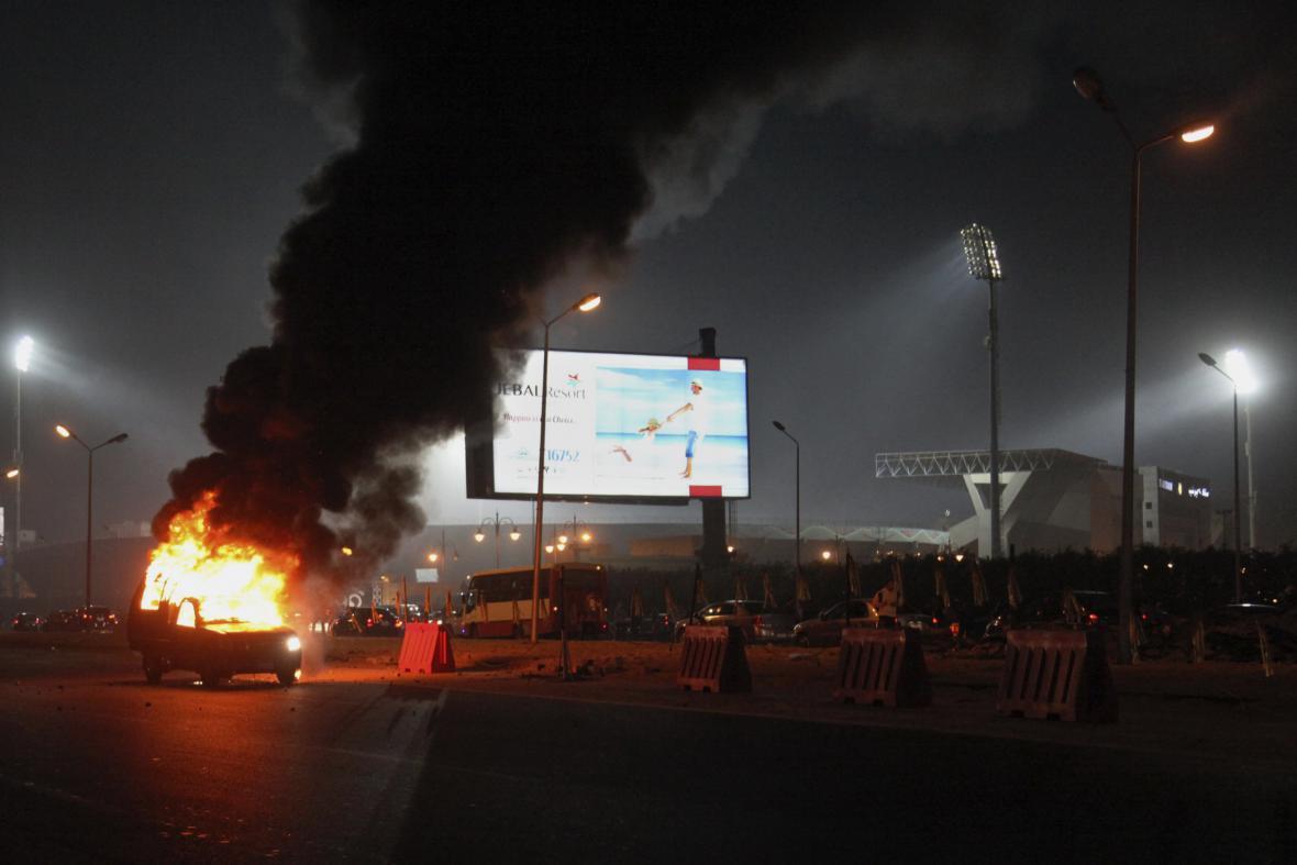 Nepokoje před káhirským fotbalovým stadionem