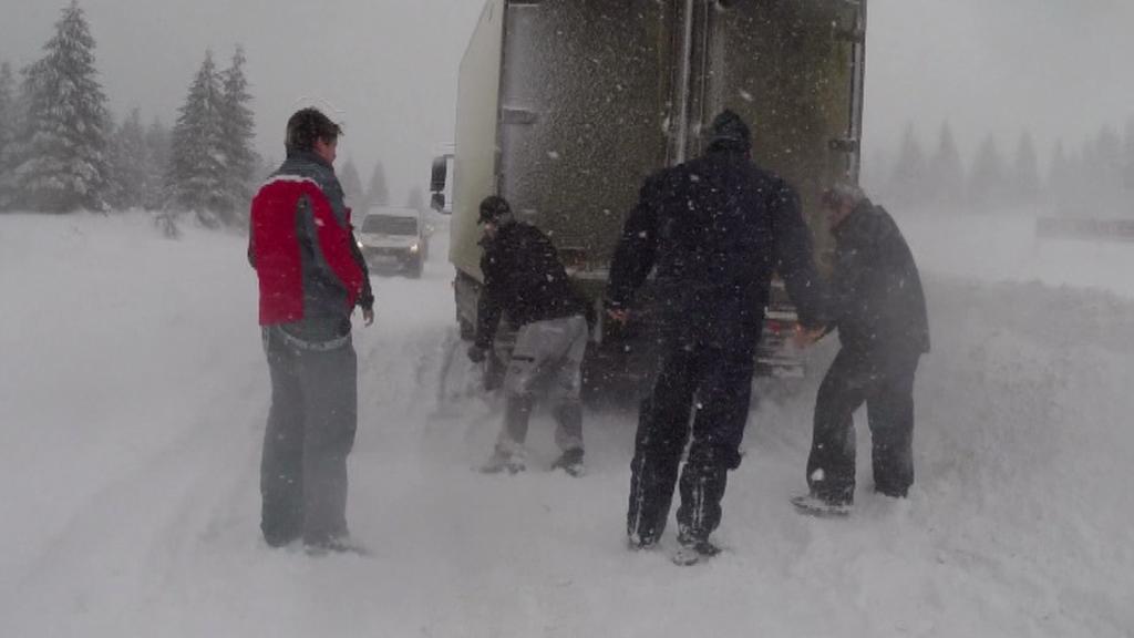 Sníh dnes potrápil řidiče napříč republikou
