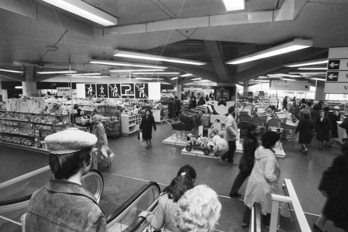 Obchodní dům Kotva v roce 1980