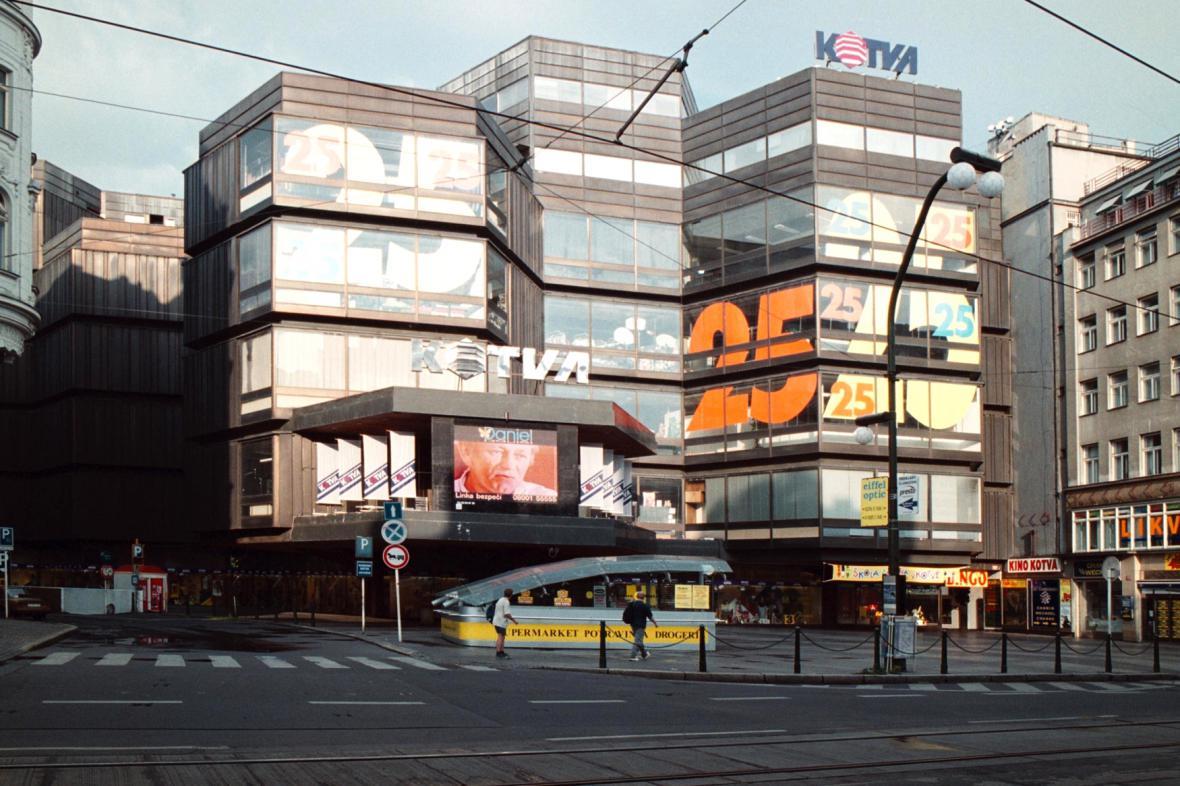 Obchodní dům Kotva v roce 2000