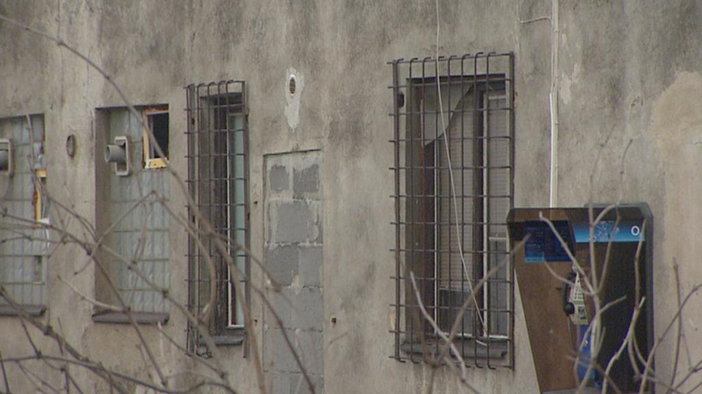 Zamřížovaná okna chudobince