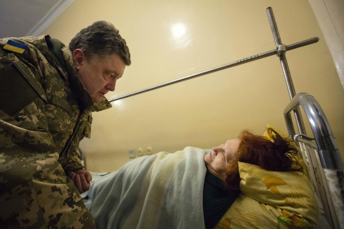 Petro Porošenko navštívil zraněné v Kramatorsku