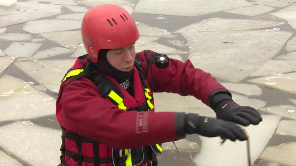 Rada záchranáře - natáhnout ruce a snažit se rozložit váhu na velkou plochu