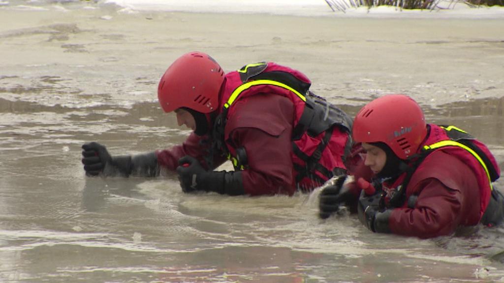 Záchranáři nacvičovali záchranu z ledu
