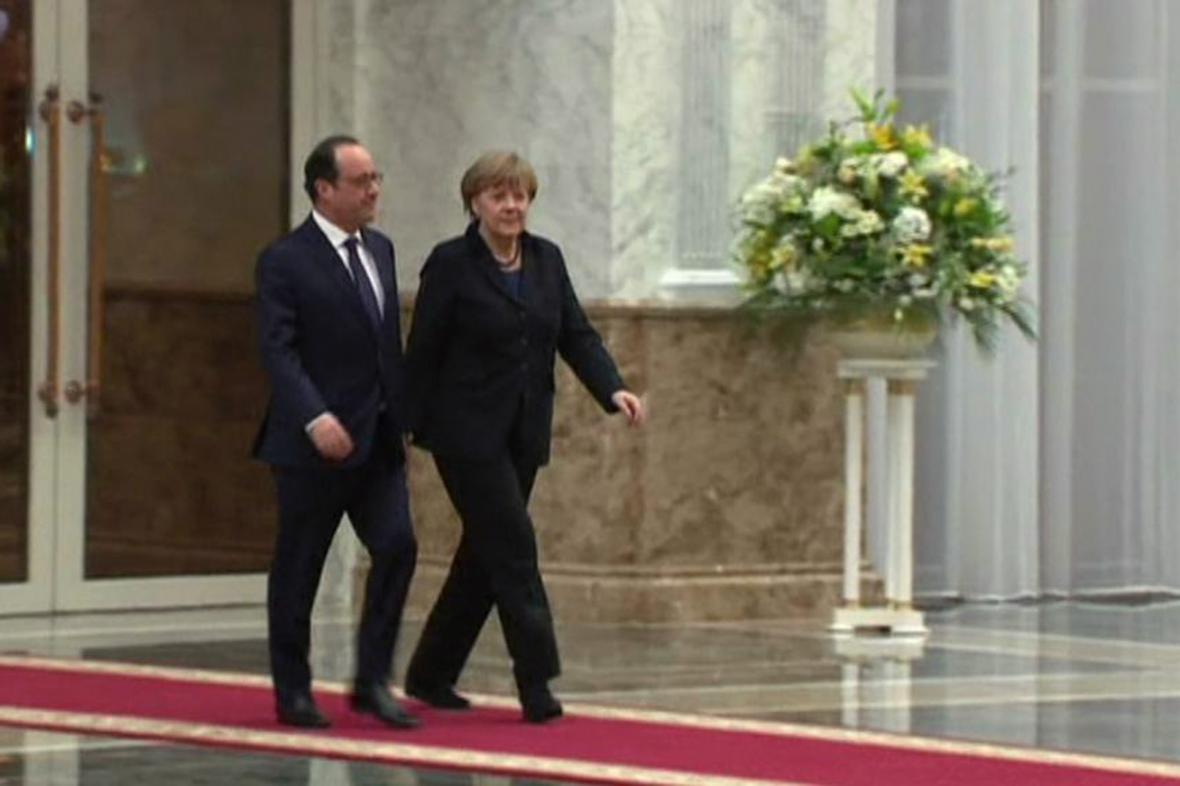 Francois Hollande a Angela Merkelová v Minsku