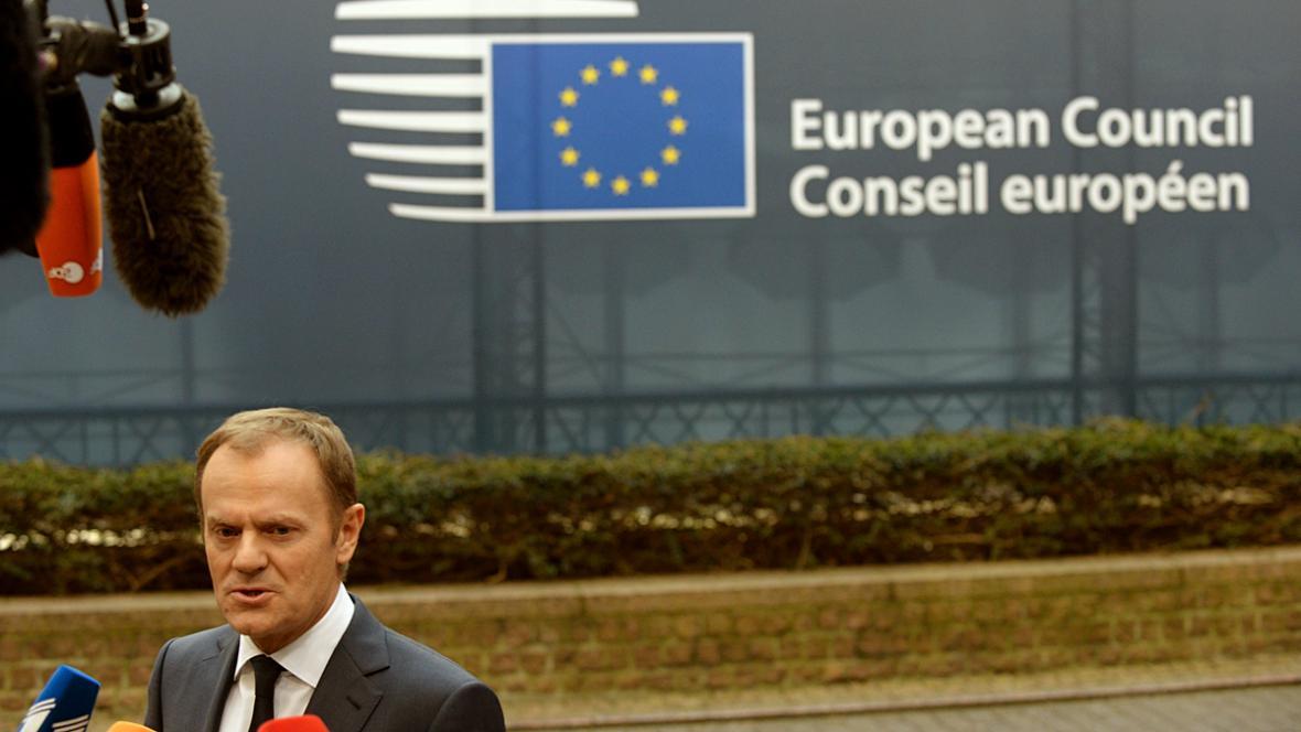 Donald Tusk přijíždí na summit EU