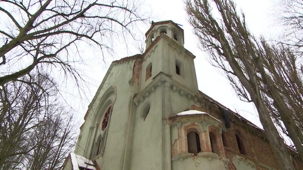 Zchátralý a zdemolovaný klášter v Chebu