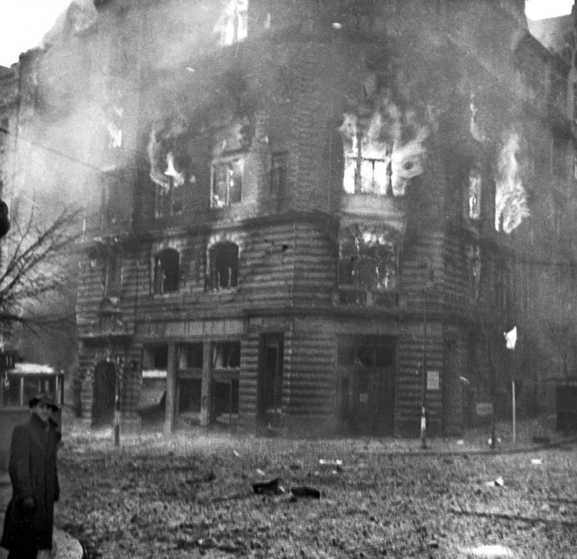 Praha po bombardování v únoru 1945