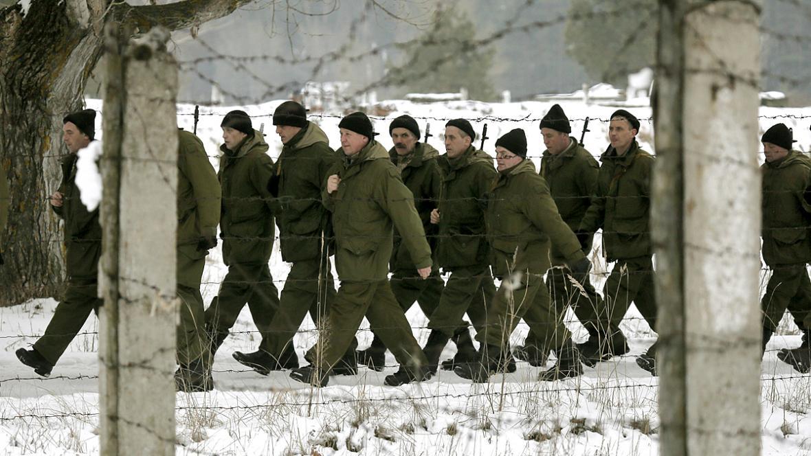 Výcvik nově mobilizovaných ukrajinských vojáků