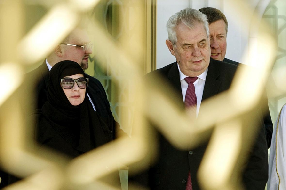 Ivana a Miloš Zemanovi v mešitě šajcha Zajda