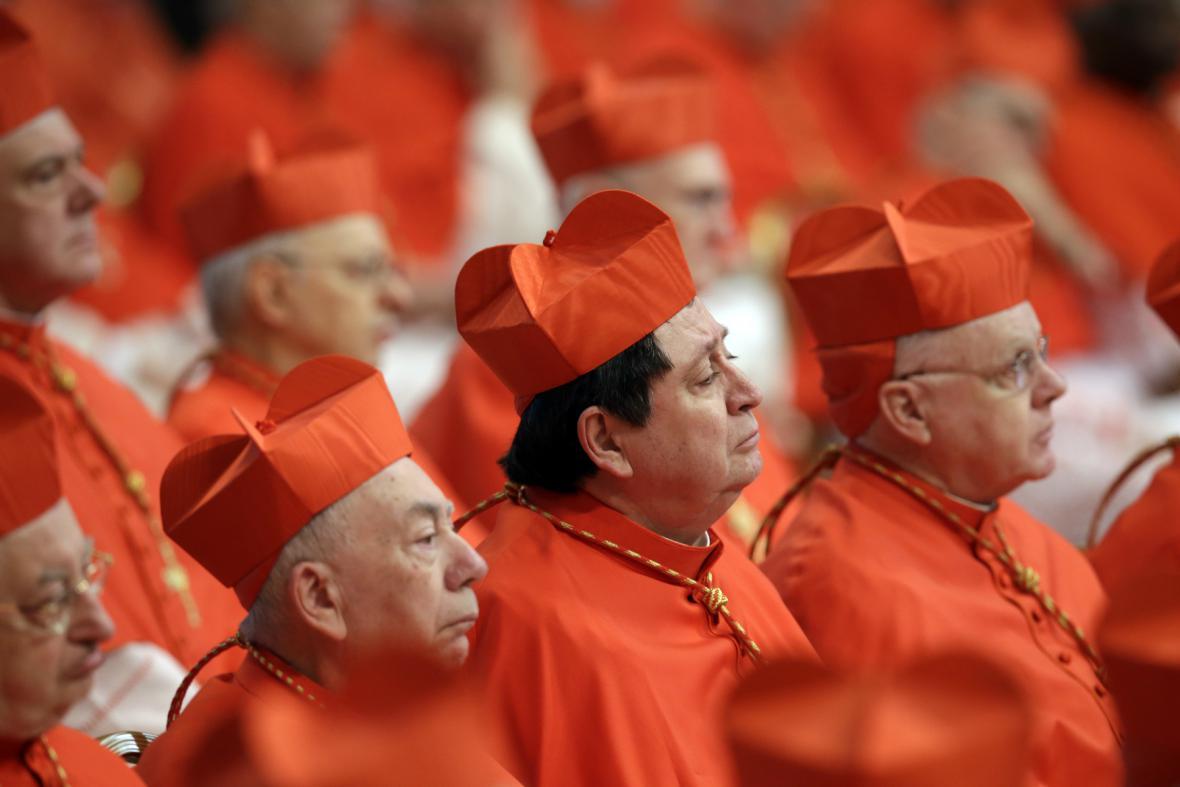 František slavnostně uvedl do úřadu 20 nových kardinálů