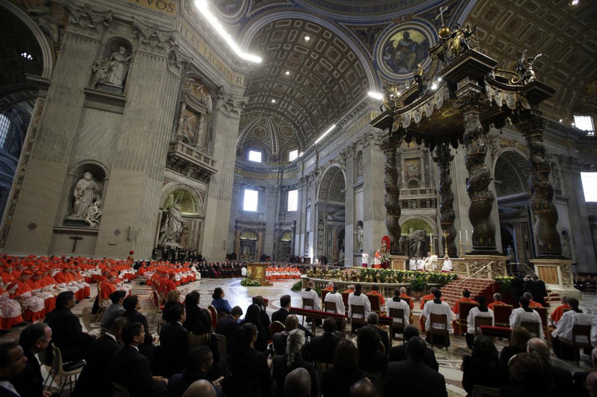František uvedl do úřadu 20 nových kardinálů