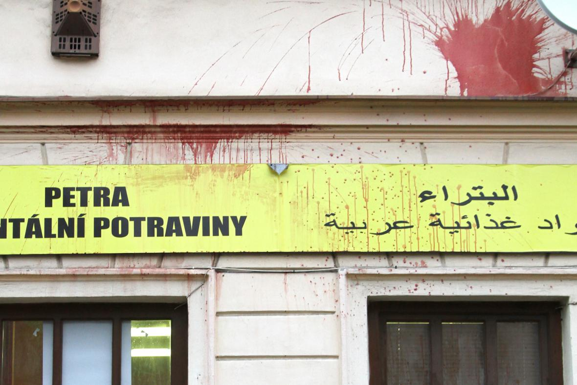 Politá fasáda arabského obchodu Petra v Teplicích