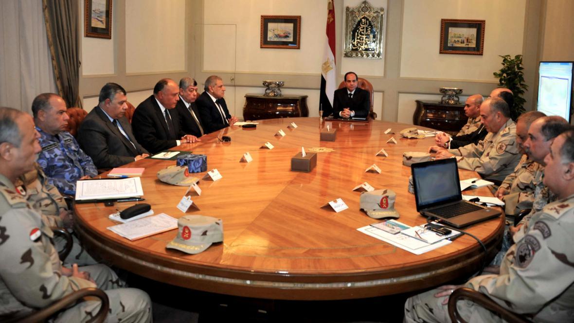 Abdal Fattáh Sísí na zasedání Rady národní obrany