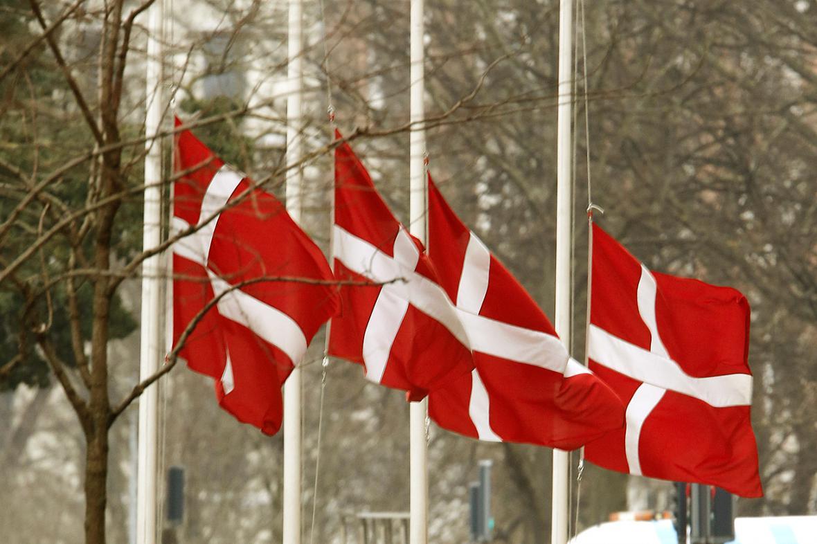 V Dánsku jsou vlajky spuštěny na půl žerdi