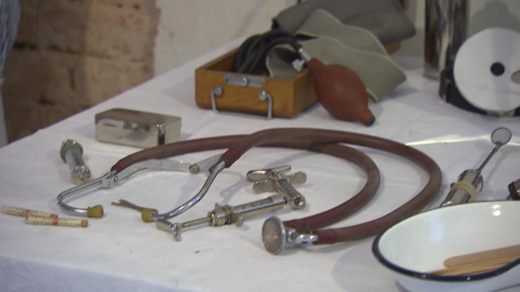 Vybavení polní nemocnice v josefovské expozici