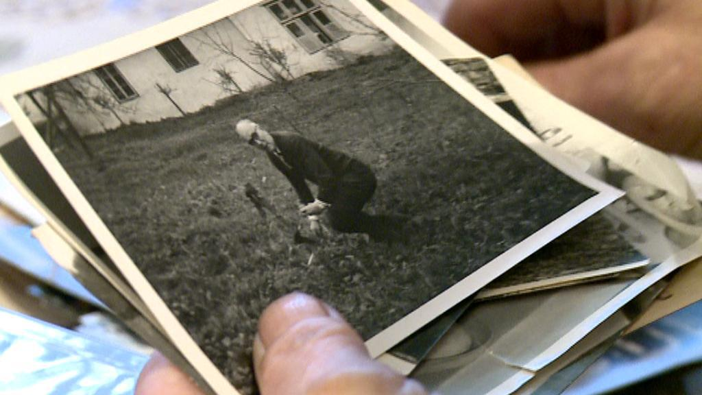 Archivní fotografie Josefa Straky na jeho statku