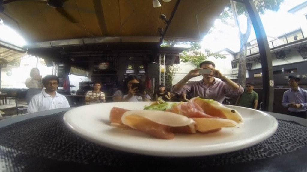 Drony v singapurské restauraci