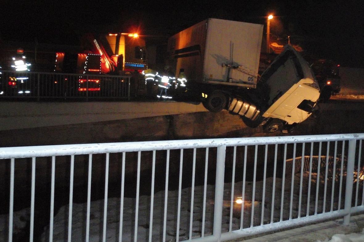Nehoda kamionu v Pitíně na Uherskohradišťsku