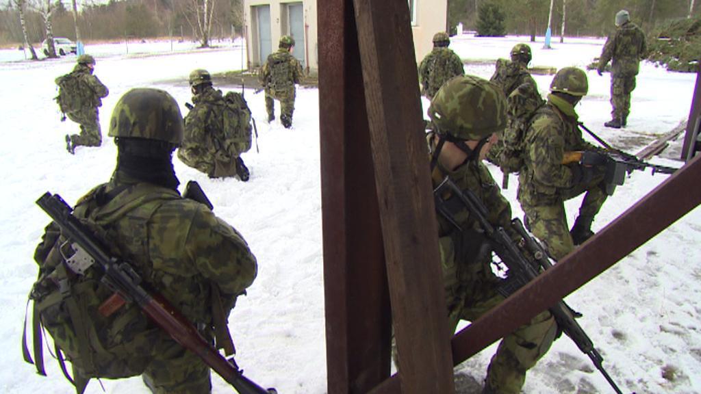 Vojáci na jindřichohradeckém cvičišti
