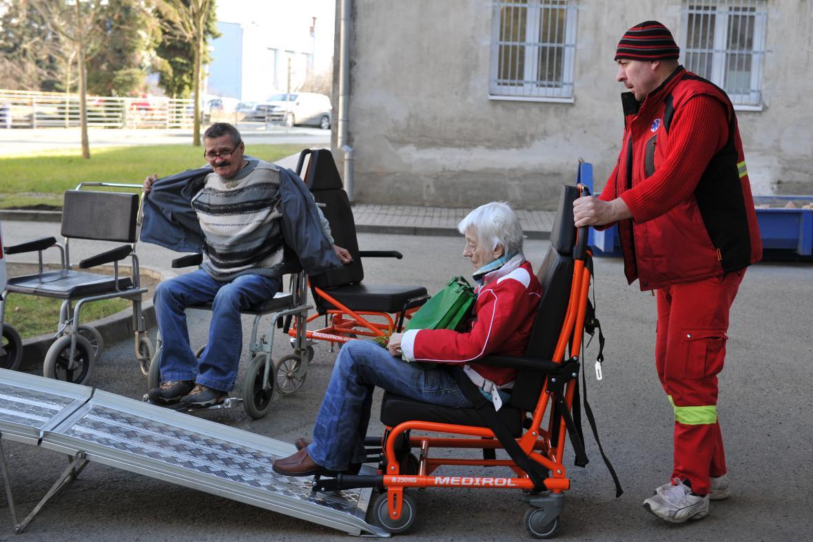 Klienti ze zanedbané ubytovny pro nemocné v Přerově