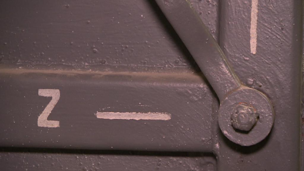 Dveře do podzemního bunkru