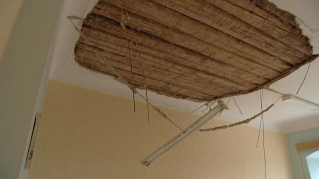Spadlý strop - archivní záběr