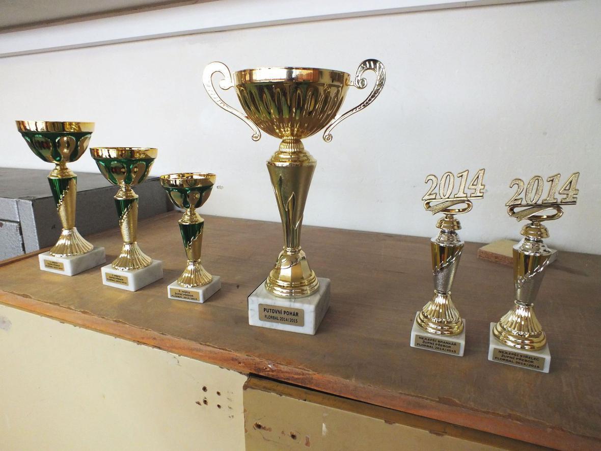 Poháry z florbalového turnaje