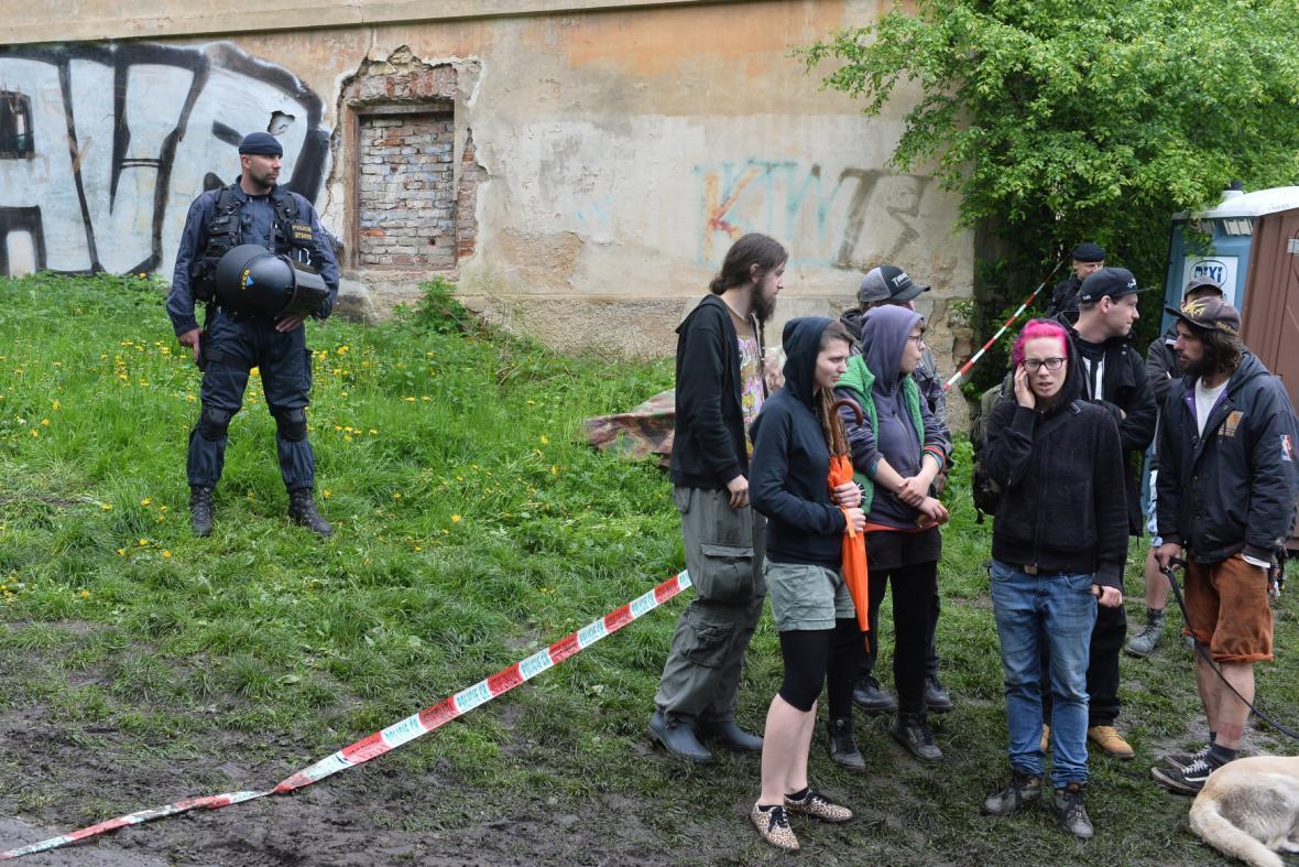 Policie zasahovala ve squattu Cibulka