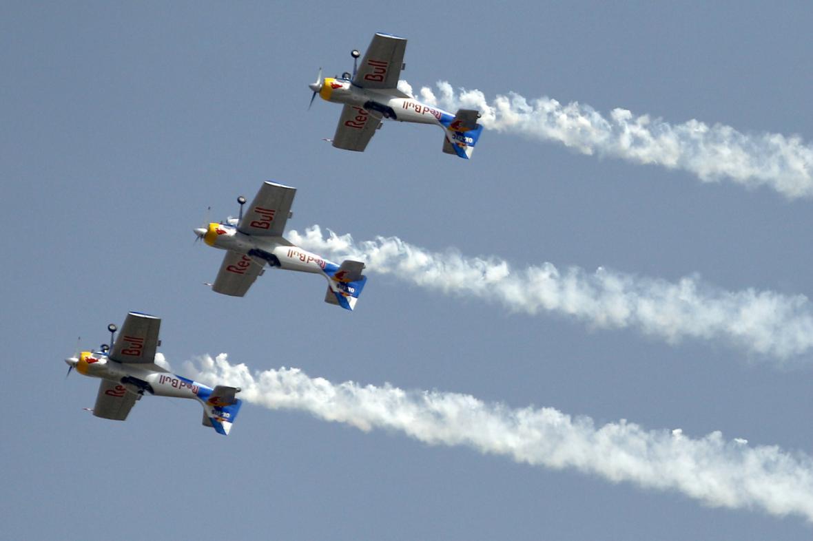 Představení českých akrobatů na Aero India