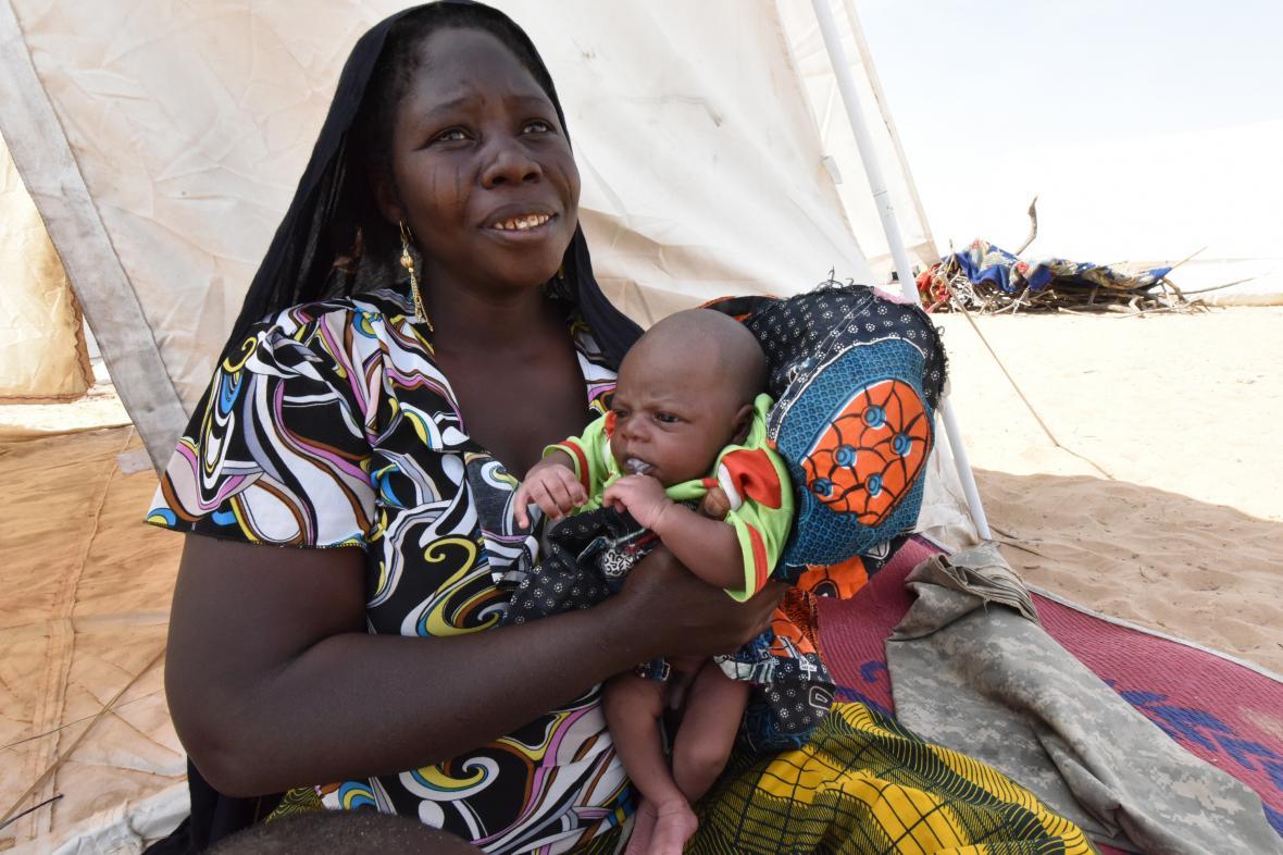 Nigerijská žena s dítětem