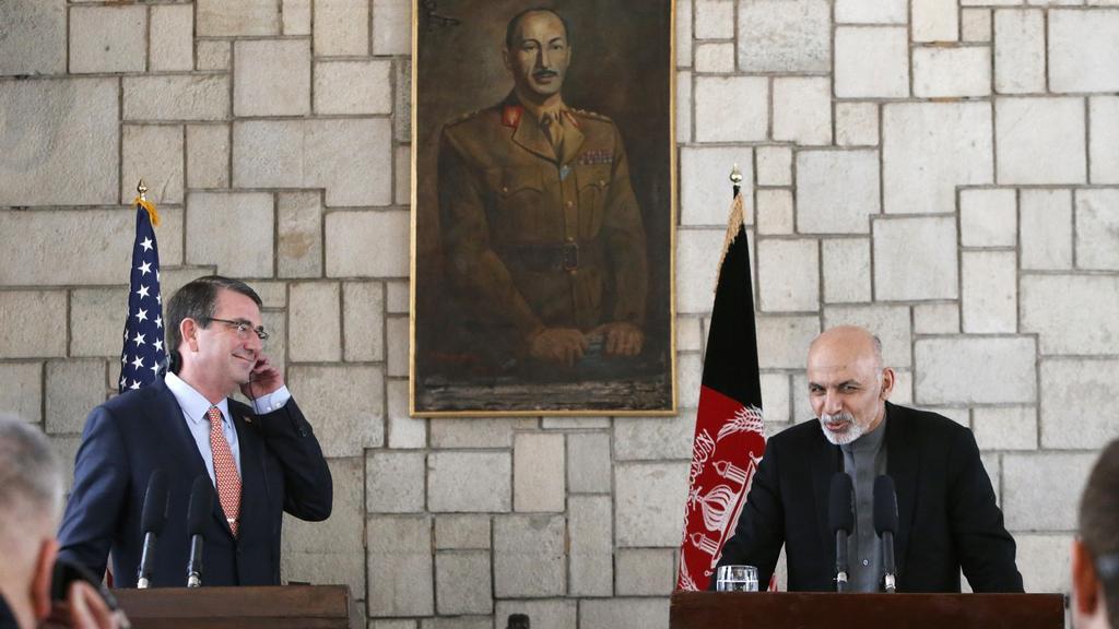Ashton Carter při návštěvě Afghánistánu