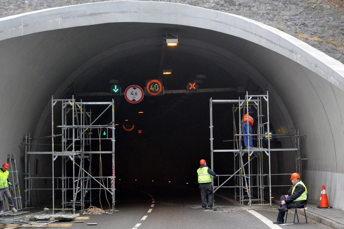 Uzavírka Pisáreckého tunelu