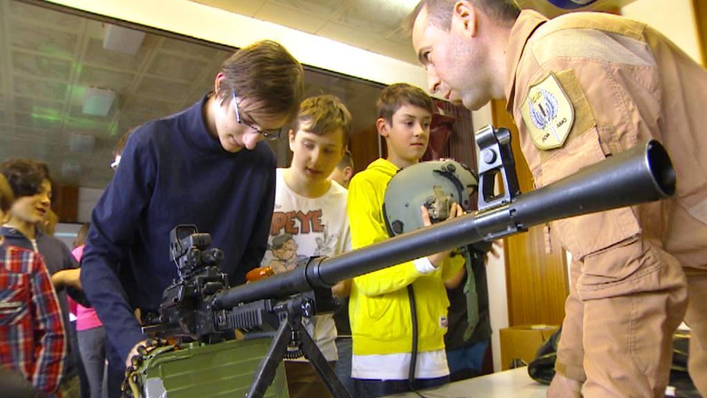 Třebíčští školáci s kulometem