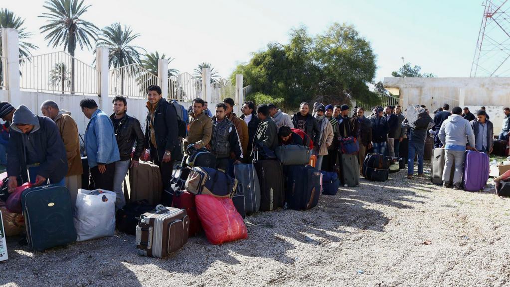 Libyjští křesťané čekají na vstup do Tuniska