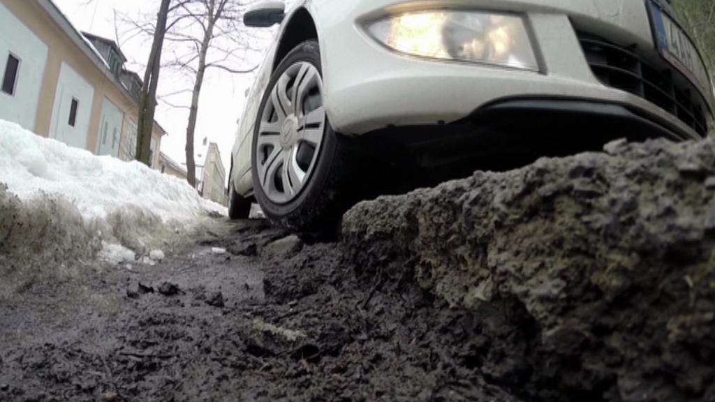 Některé silnice v Karlovarském kraji by potřebovaly opravu