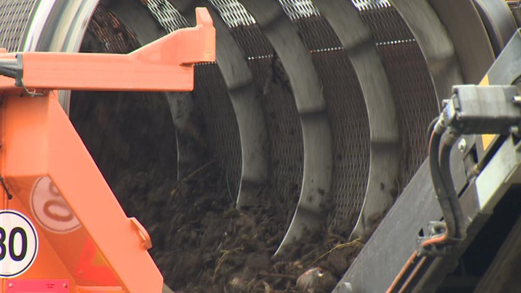 Zpracování kompostu v kompostárně