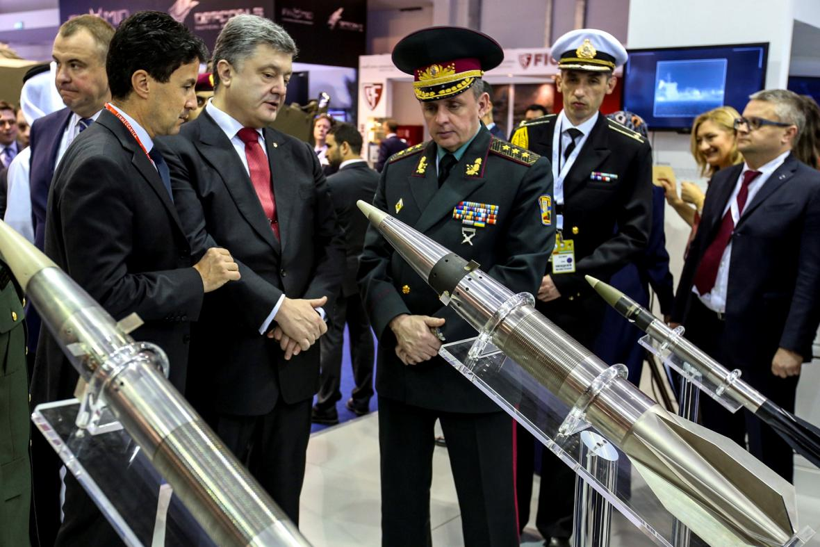 Porošenko s náčelníkem ukrajinského generálního štábu Viktorem Muženkem