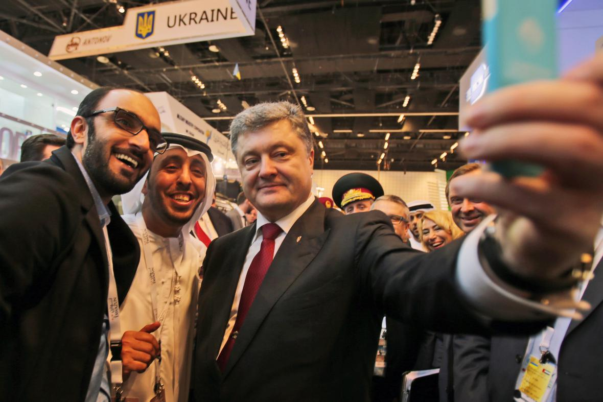 Během veletrhu zbyl čas i na prezidentovo selfie s místními novináři