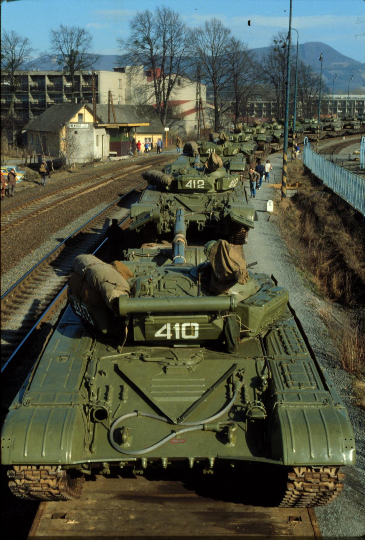 Tanky opouští Frenštát pod Radhoštěm